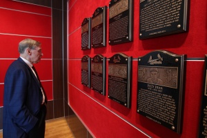 Commissioner Selig reads some of the plaques on display in the Cardinals Hall of Fame presented by Edward Jones