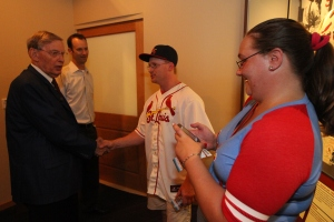 Cardinals fans Jason & Desiree Marver of Wisconsin talk with Commissioner Selig in the Cardinals Hall of Fame & Museum