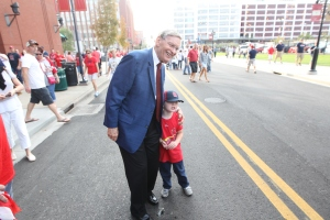 Commissioner Selig poses for a picture with a young Cardinals fan while visiting St. Louis in September